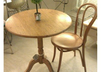 cafe style round table